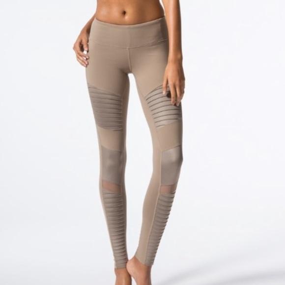 78433610a5f3de Alo Yoga Moto Legging Gravel Glossy Legging. M_5cb9492f7f617f26c7857e0d